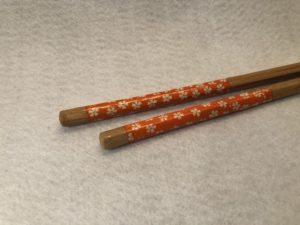 Edelstein_Massagestäbchen_Carneol_06_Bambus_Blume Orange